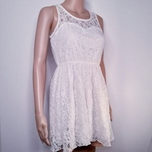 Womens White Lace Above The Knee Dress Medium